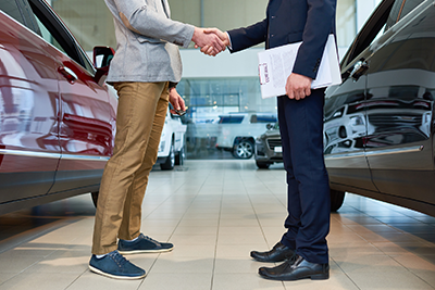 Image of seller and buyer at auto dealership